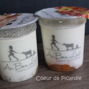 yaourt fermier sur lit de fruits
